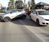 Две автоледи на сорок минут устроили серьёзный автомобильный затор в Бердске