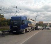 «Что-то пошло не так»: на бердском участке трассы Р-256 столкнулись три автомобиля