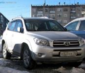 В Бердске угнали автомобиль Toyota RAV-4 с наклейкой «шипы»