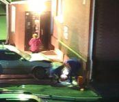 Автоледи на автомобиле впечатала в стену дома пожилую женщину в Бердске