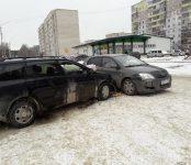 Две «Тойоты»  не разъехались без столкновения в Бердске