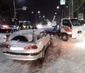«Тойота» протаранила эвакуатор службы аваркомов в Бердске