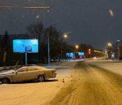 Водитель сломал ногу при столкновении Toyota Chaser со столбом в Новосибирске