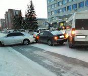 В течение часа блокировали проезд по улице Попова участники тройного ДТП в Бердске