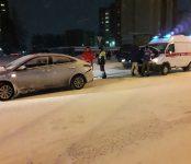 Неотложка «догнала» легковушку на скользкой дороге в Бердске
