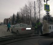 Водитель «Хёндэ» протаранил «Тойоту» на переходе в Бердске и покинул место происшествия