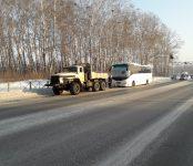 50 пассажиров междугороднего автобуса спасли сотрудники ГИБДД в лютый мороз на трассе в Бердске