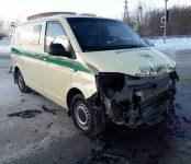 «МАЗ» протаранил инкассаторский автомобиль на трассе в Бердске
