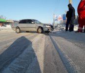 Разбил иномарку о столб из-за колеи автолюбитель на дороге в Бердске