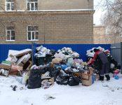 Мусоровозы из Бердска и Искитима вывозили ТКО из Центрального района областного центра