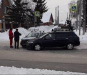 На перекрёстке с пятью светофорами в Бердске столкнулись два автомобиля