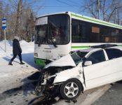 Погиб 36-летний водитель Toyota Premio в ДТП с автобусом в Новосибирске