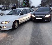 «Ниссан» и «Тойота» не разъехались без столкновения на перекрёстке в Бердске