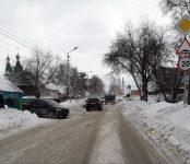Тройное ДТП с участием дорожного трактора блокировало движение по улице Островского в Бердске