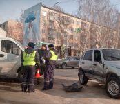 Грузовая «ГАЗель» протаранила «Шевроле-Нива» на перекрёстке в Бердске