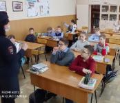 Про ПДД маленьким бердчанам рассказывают  настоящие сотрудники ГИБДД
