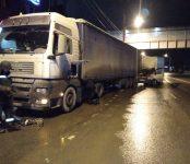 Ночной гонщик на «ГАЗели» протаранил фуру на пустой трассе в Бердске