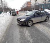 Hyundai не уступил дорогу Mazda в Бердске и протаранил его в бок