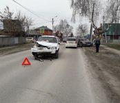 Едва не пострадал пассажир отечественного авто в тройной аварии в Бердске