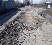 Очевидцы с возмущением показали дачникам Бердска сегодняшнее состояние дороги на водозабор