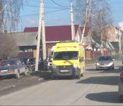 Междугородняя маршрутка протаранила легковушку на перекрёстке в Бердске