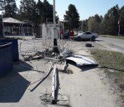 Разрушил ограду «Дюн», разбил автомобиль и убежал с места происшествия неустановленный пока «гонщик» в Бердске