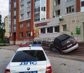 Разгромивший крыльцо Сбербанка 33-летний автолюбитель из Бердска в момент аварии был пьян