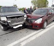 Nissan Almera жёстко протаранил Ford Explorer на выезде из Агролеса на трассе в Бердске