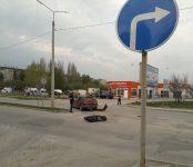 17-летний мопедист протаранил «Тойоту Виста» в Бердске и продолжил свой путь в карете скорой помощи