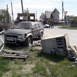 Toyota Hilux Surf и Toyota Camry столкнулись на перекрёстке в Бердске