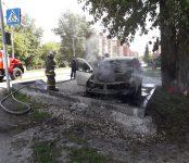 «Рено Логан» горел у дома напротив горбольницы Бердска