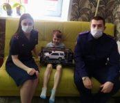 Следователи пришли в День России к мальчику сбитому неизвестным на самокате в Новосибирске