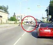Юный велосипедист протаранил «Тойоту» на пешеходном переходе в Бердске, показал видеорегистратор