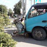Вылетел из кабины водитель грузовика после жёсткого столкновения с легковым «Лексусом»