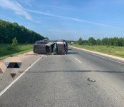 В результате опрокидывания на трассе в НСО погиб неустановленный пока водитель автомобиля Toyota Land Cruiser 200