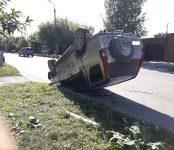 В столкновении двух авто на перекрёстке в Бердске один из них перевернулся
