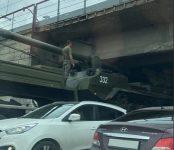 День ВДВ в НСО: Самая мощная пушка в мире застряла под мостом в Академгородке