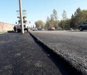 Уложен первый асфальт на реконструируемой дороге в Бердске