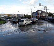 Из-за засора в коллекторе затопило фекалиями федеральную трассу в Бердске