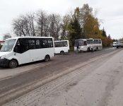 Видео: бастующие маршрутки выстроились в длинную линию на Акатуйском в Новосибирске